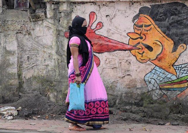 Coronavirus.-India suma casi 56.000 nuevos contagios mientras relaja las restric