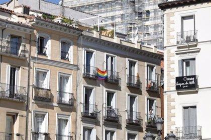 """Lesbianas, gais, trans y bisexuales celebran el """"paso adelante"""" del Papa pero le piden """"poder casarse por la Iglesia"""""""