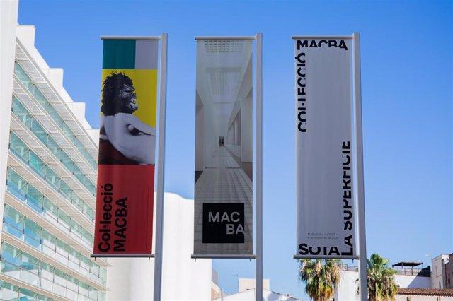 Plaza del Museo de Arte Contemporáneo de Barcelona (MACBA)