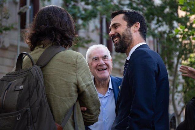 El candidato de ERC a la Alcaldía de Barcelona, Ernest Maragall, y el president del Parlament, Roger Torrent, en las inmediaciones del Tribunal Superior de Justicia de Cataluña (TSJC), donde el exsecretario de Economía de la Generalitat, Josep Maria Jové,