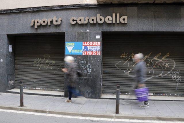 Un local comercial buit al centre de Mataró, ara en lloguer, el 20 d'octubre de 2020 (horitzontal)