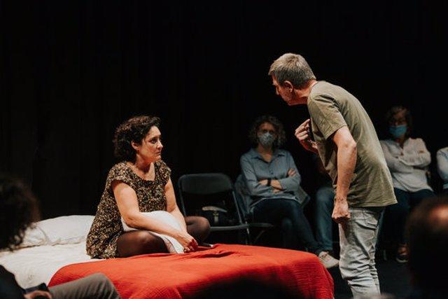 Una moment de l'obra 'Elda & Daniel' del Temporada Alta, en una imatge cedida el 22 d'octubre del 2020. (Horitzontal)