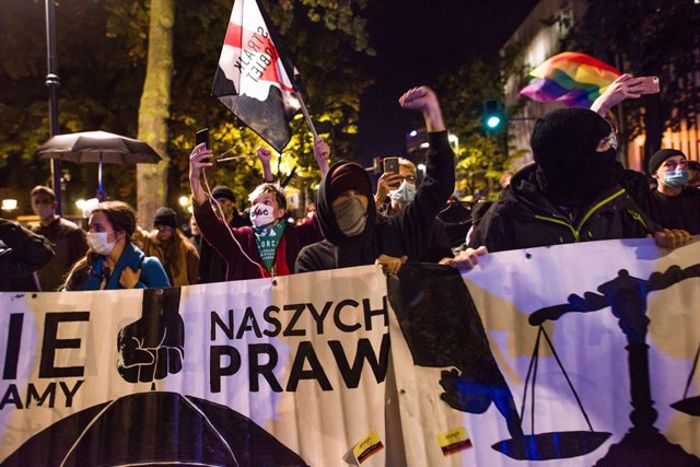 Polonia.- La Policía polaca disuelve con gases lacrimógenos la protesta por la r