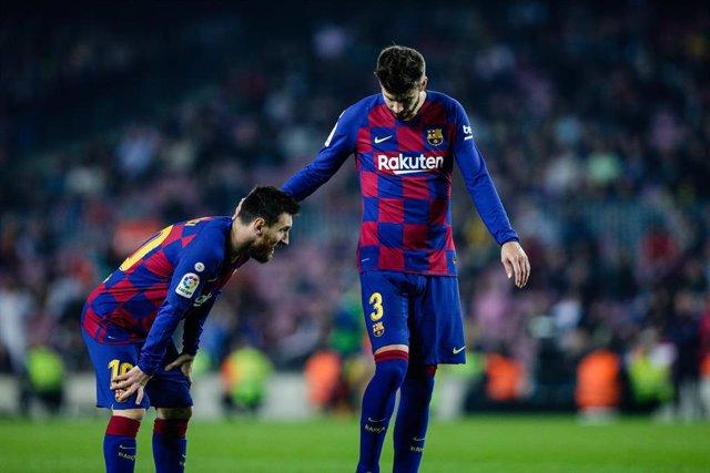 """Fútbol.- Piqué ve """"demasiado chocante"""" el trato del Barça a Messi: """"Leo lo merec"""