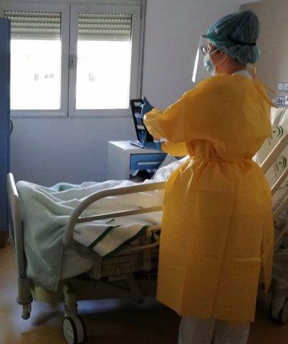 Refuerzan en Granada la comunicación entre pacientes Covid-19 y sus familiares