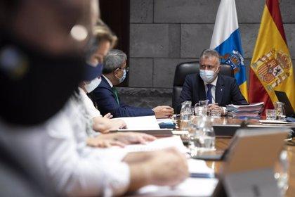 Torres dice que el Gobierno de Canarias va a adoptar una decisión jurídica para reforzar la entrada y salida de personas