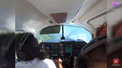 Un piloto tiene que realizar un aterrizaje de emergencia después de que la trampilla de equipaje se abriera