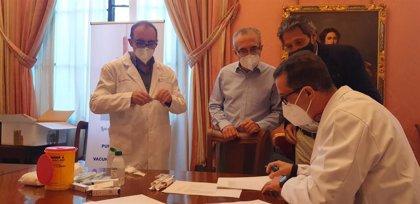 Ayuntamiento de Sevilla pone en marcha la campaña de vacunación de la gripe de su personal, en colaboración con Junta
