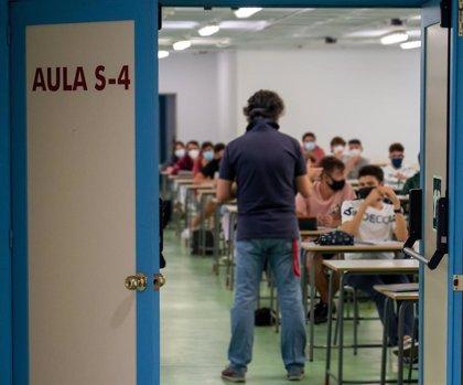 """CCOO denuncia a Celaá por """"despreciar"""" la negociación colectiva en el concurso de traslados de personal docente"""