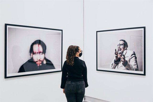 La Térmica de Málaga acoge la primera exposición mundial del fotógrafo británico Perou sobre Marilyn Manson