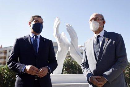Málaga inaugura la escultura homenaje a profesionales que trabajan contra el Covid