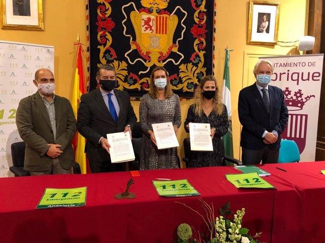 Firma convenio integración Policía Local de Ubrique en sistema 112