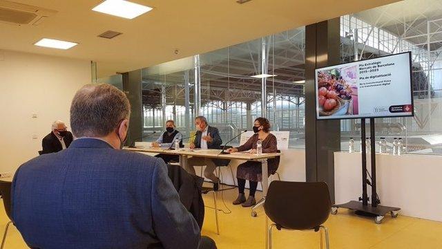 Roda de premsa del primer tinent d'alcalde de Barcelona, Jaume Collboni; la regidor de Comerç i Mercats, Montserrat Ballarín, i el president de la FEMM, Eduard Escofet.