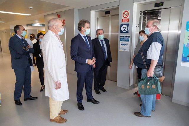 Feijóo visita el Hospital de Burela.