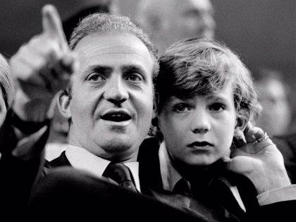 La relación del Rey Felipe VI y Don Juan Carlos I, tocada y hundida por las polémicas