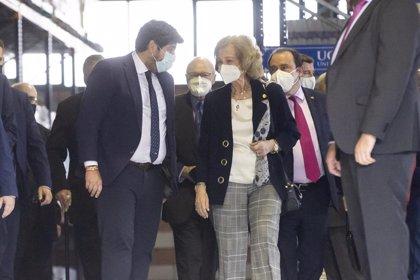 López Miras acompaña a la Su Majestad Doña Sofía en su visita al Banco de Alimentos del Segura