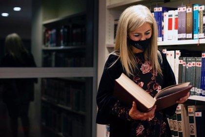 Más de 130 bibliotecas municipales se benefician de las ayudas para la compra de libros de la Consejería de Cultura