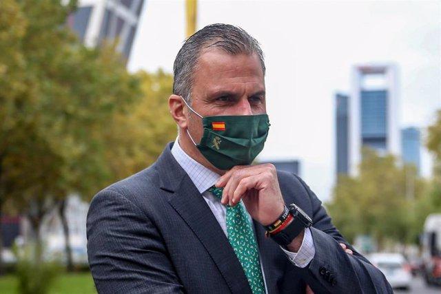 El secretario general de Vox, Javier Ortega Smith, posa en el paseo de la Castellana de Madrid