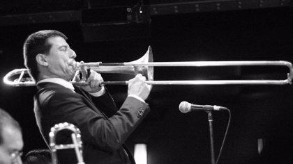 El jazz del segoviano Víctor Correa pone música a la tarde de San Frutos desde el escenario del Teatro Juan Bravo