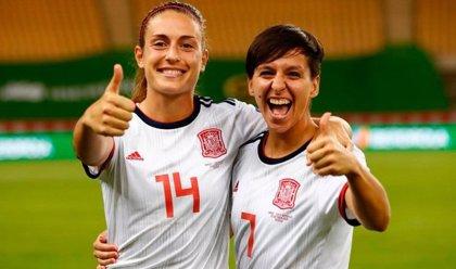Alexia Putellas y Marta Corredera celebran sus 80 partidos con la selección