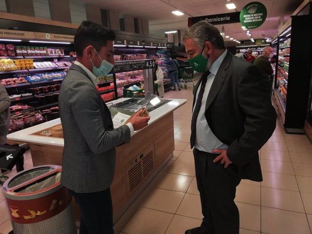 El delegado de Empleo, Alberto Cremades, con el delegado de Mercadona