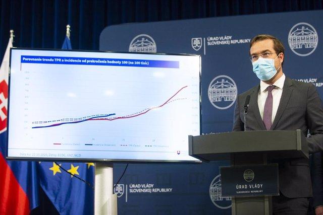 El ministro de Sanidad de Eslovaquia, Marek Krajci