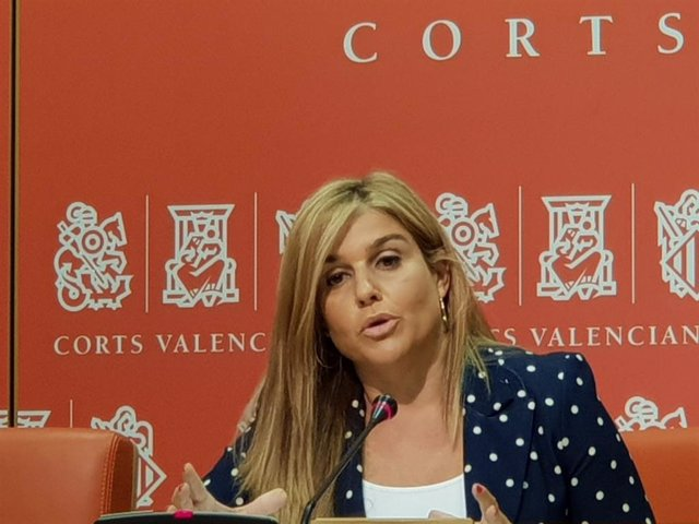 La portavoz adjunta del Grupo Popular en Les Corts, Eva Ortiz.