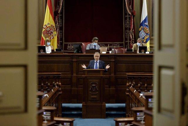 El presidente del Gobierno de Canarias, Ángel Víctor Torres, durante la última sesión plenaria del Parlamento autonómico en la que se debatió y aprobó sin votos en contra el Plan de reactivación de Canarias para afrontar la crisis del coronavirus