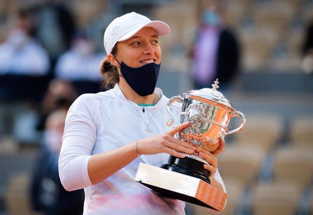 Tenis.- Iga Swiatek, campeona de Roland Garros, en cuarentena tras el positivo d