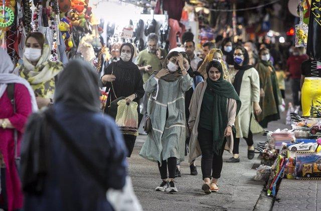 Coronavirus.- Irán registra 5.800 nuevos casos y vuelve a acercarse al máximo de