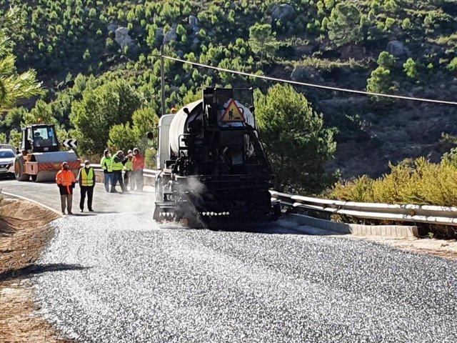 El director general de Carreteras, José Antonio Fernández Lladó, en su visita a las obras de la carretera regional RM-A17