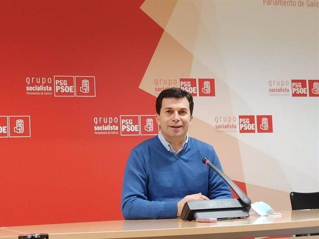 El secretario xeral del PSdeG, Gonzalo Caballero, en rueda de prensa en el Parlamento de Galicia