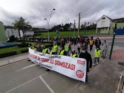 Unas 200 personas se manifiestan en As Somozas (A Coruña) contra la deslocalización de la planta de Siemens Gamesa