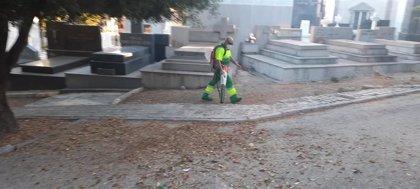 El Ayuntamiento intensifica los trabajos en los cementerios municipales ante el Día de Todos los Santos