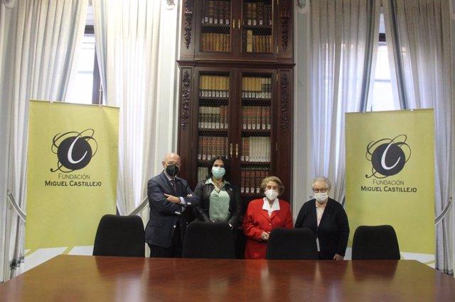 La delegada de Servicios Sociales del Ayuntamiento de Córdoba, Eva Timoteo, ha visitado la sede de la Fundación Miguel Castillejo después de que esta semana se firmara el primer convenio con esta fundación