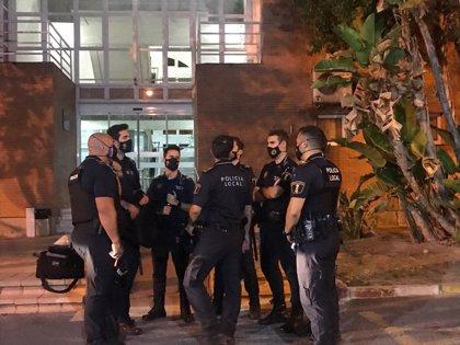 La Policía de Alicante suma en una noche 42 denuncias, sanciona a 7 locales e interviene en 9 botellones y 13 fiestas
