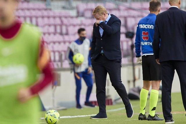 """Fútbol.- Koeman: """"El VAR solo entra en contra del Barça"""""""