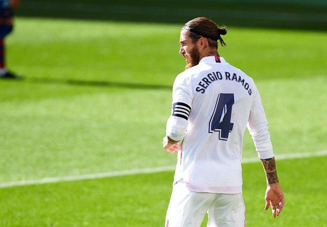 """Fútbol.- Sergio Ramos: """"Me agarra cuando voy a saltar, está bastante claro"""""""