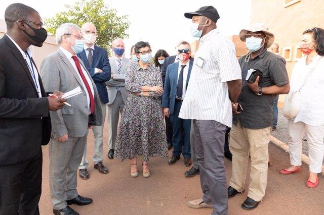 La ministra de Asuntos Exteriores, Arancha González Laya, en su visita a Mali.