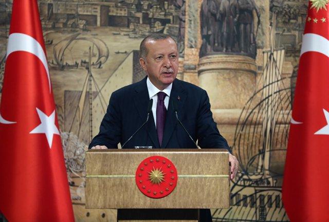"""Francia/Turquía.- Erdogan cuestiona la """"salud mental"""" de Macron y denuncia sus a"""