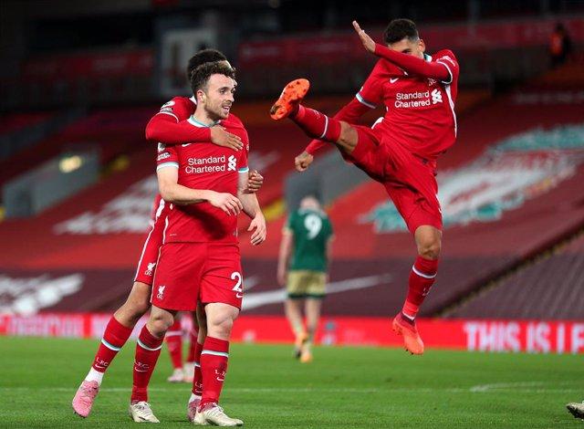 Fútbol/Premier.- (Crónica) El Liverpool remonta y el City vuelve a dejarse punto