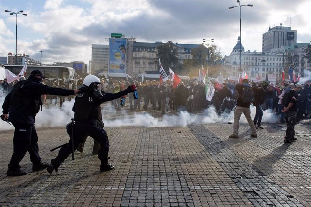 La Policía polaca lanza gas a los manifestantes