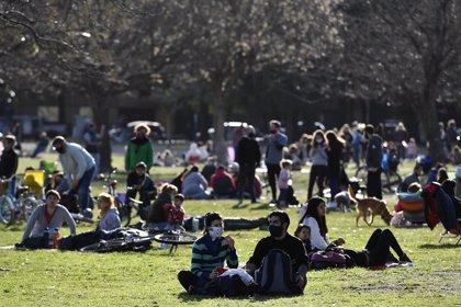 Coronavirus.- Argentina suma casi 12.000 nuevos contagios y anuncia que se reabrirá al turismo