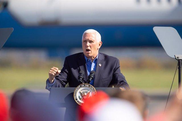 EEUU.- El jefe de gabinete del vicepresidente Pence y otro asesor dan positivo p