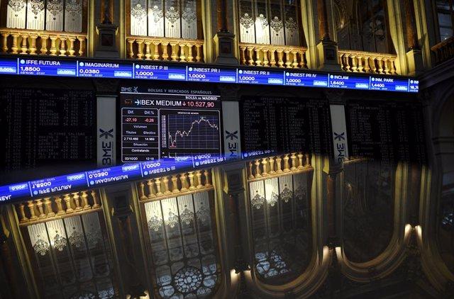 Vista general del Palau de la Borsa de Madrid amb valors de l'Ibex, a Madrid, (Espanya), a 2 d'octubre del 2020