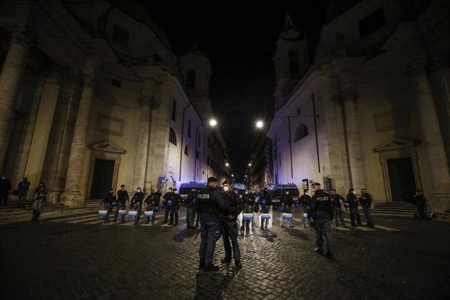 Coronavirus.- Italia cierra este lunes bares, restaurantes y cines en el inicio