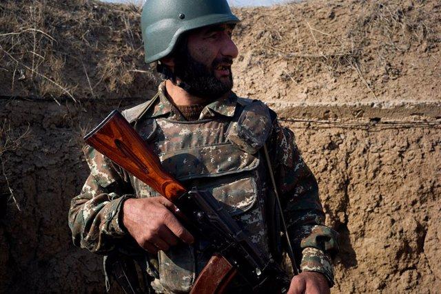 Un soldat armeni a Nagorno-Karabakh