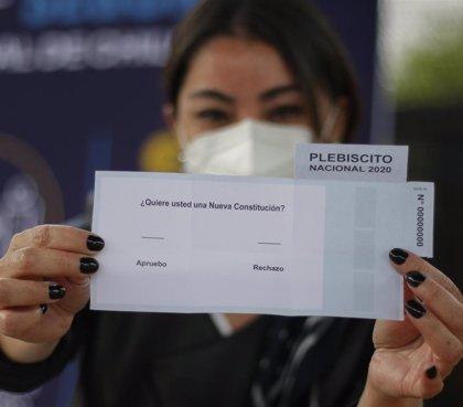 El Gobierno chileno constata tranquilidad en el país durante las primeras horas del plebiscito constitucional