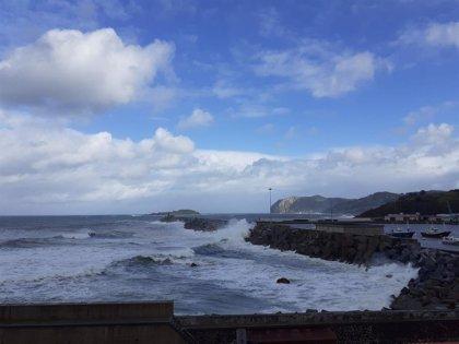 Aviso amarillo este lunes por fuerte oleaje y rachas de viento en Granada y Almería