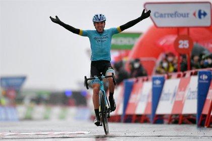 El guipuzcoano Ion Izagirre gana en Formigal y Carapaz se pone líder de la Vuelta